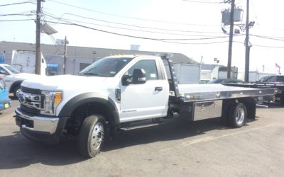 1868: 2017 Ford F-550 Gas 2wd w 19′ Century 10 Series Aluminum Carrier