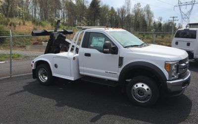 1810: 2017 Ford F-450 4×4 w Vulcan 812 Composite