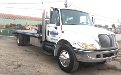 C-2005 IH: 2015 International 4300 w 26′ Chevron 20 Series Carrier