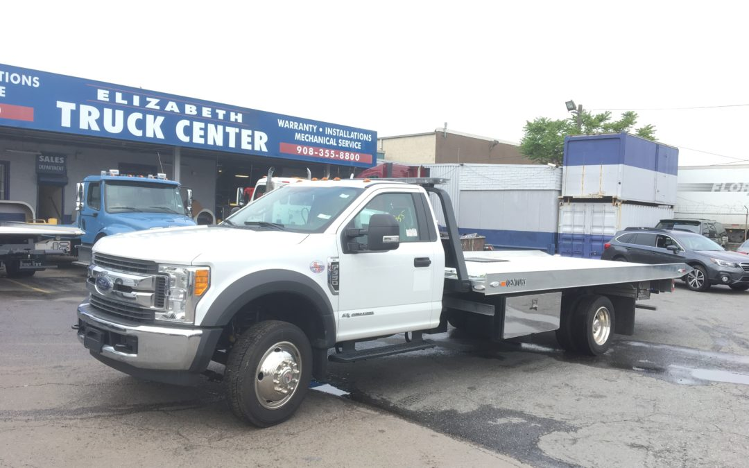 1870: 2017 Ford F-550 w 19′ Century 10 Series Aluminum Carrier