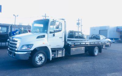 2094: 2019 Hino 258 w 21′ Chevron 10 series Carrier