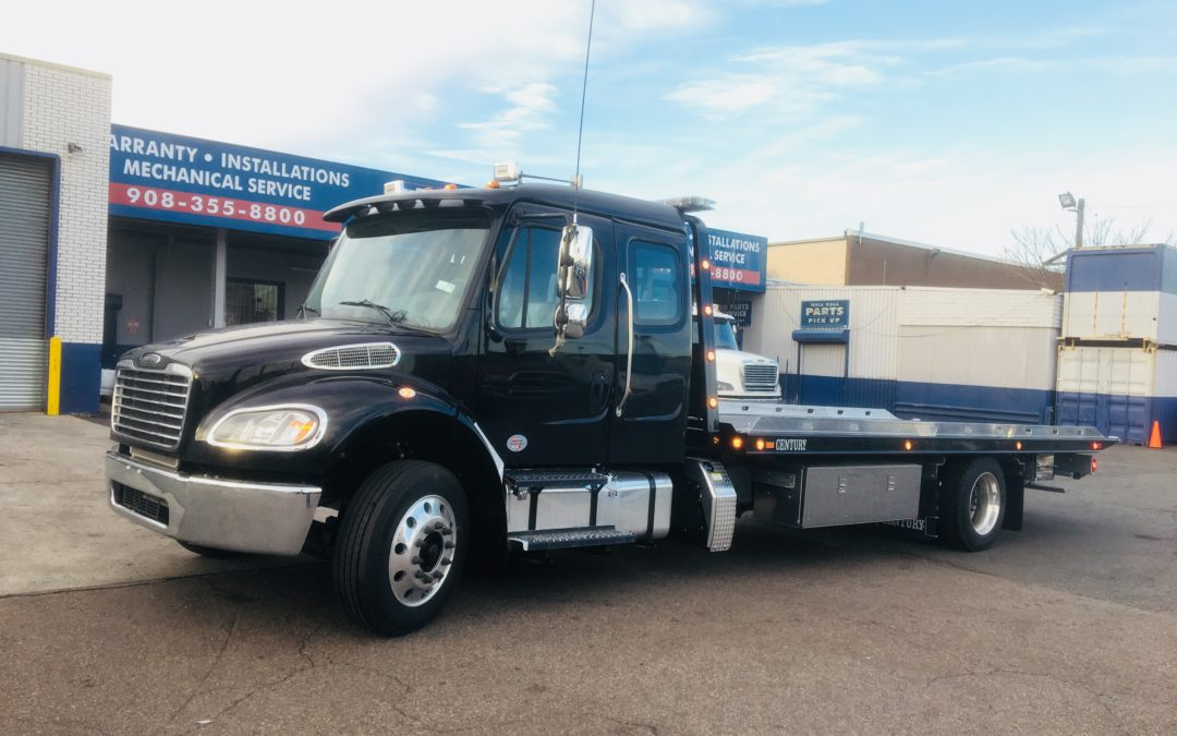 2051: 2019 Freightliner Ext Cab w 22′ Century 12 series Carrier
