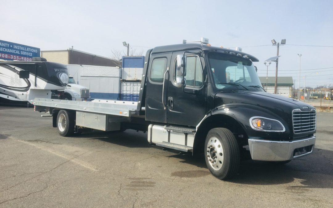 2062: 2019 Freightliner Ext Cab w 22′ Chevron Aluminum Carrier