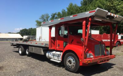 C-2002: 2004 KW T-300 w Chevron 4 Car Carrier