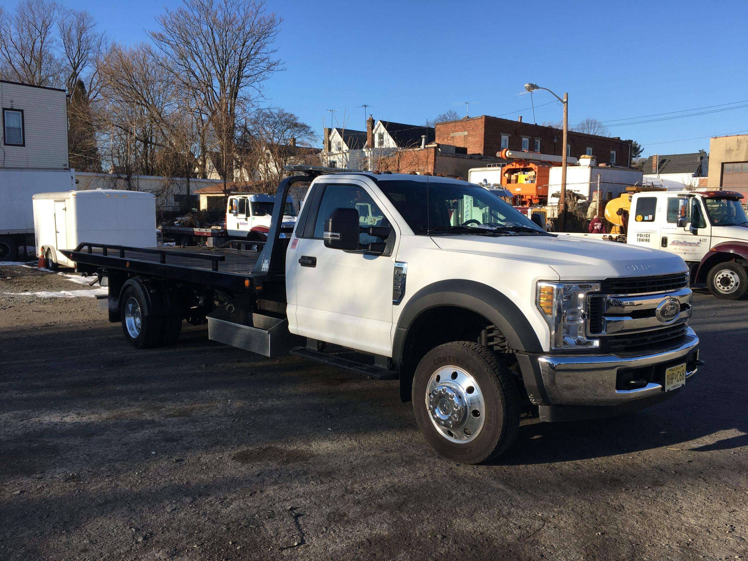 C-2045: 2019 Ford F-550 V-10 w 19′ Jerr-Dan Steel Carrier
