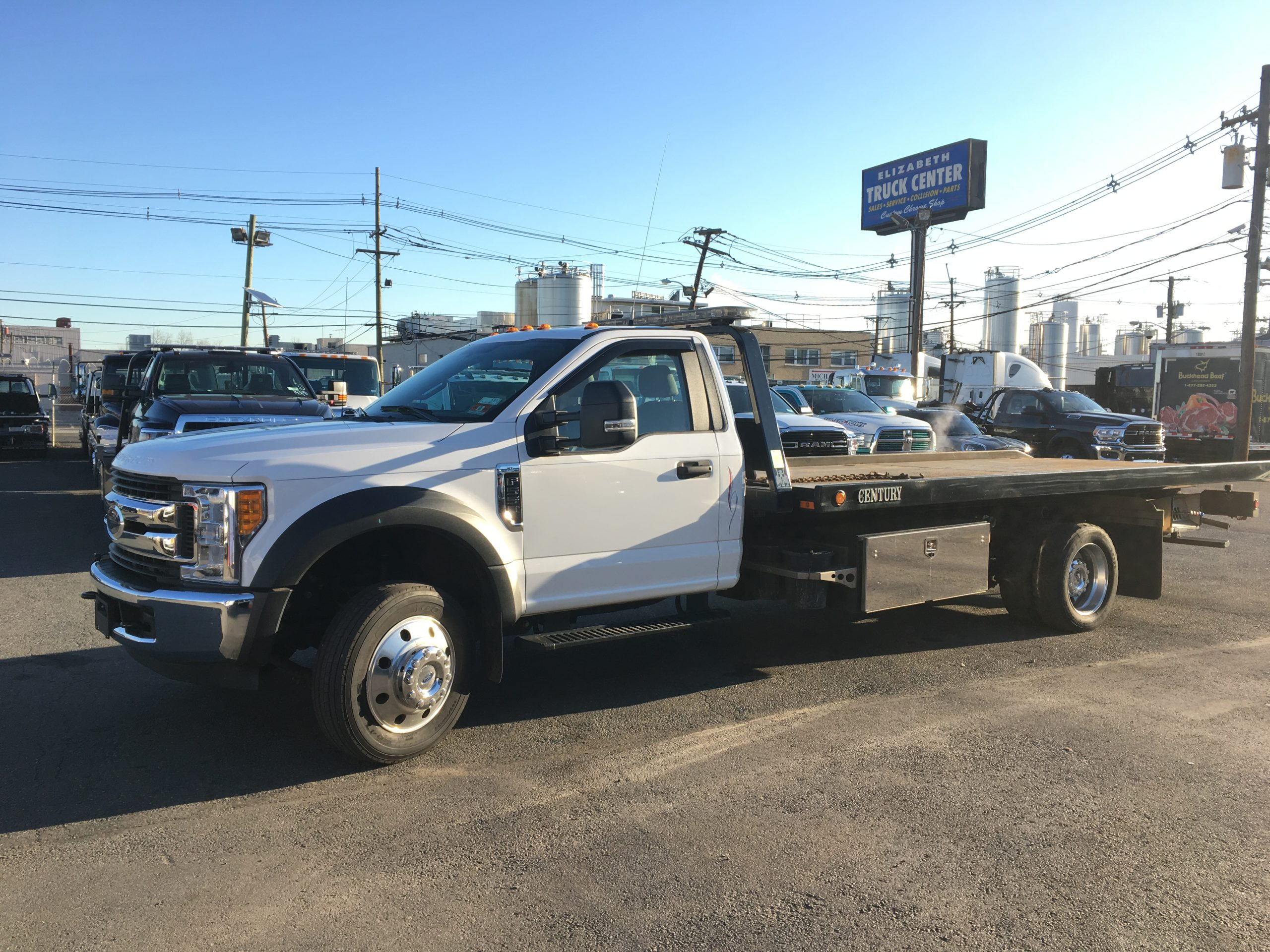 U-524: 2017 Ford F-550 V-10 w 19′ Century 10 series Carrier