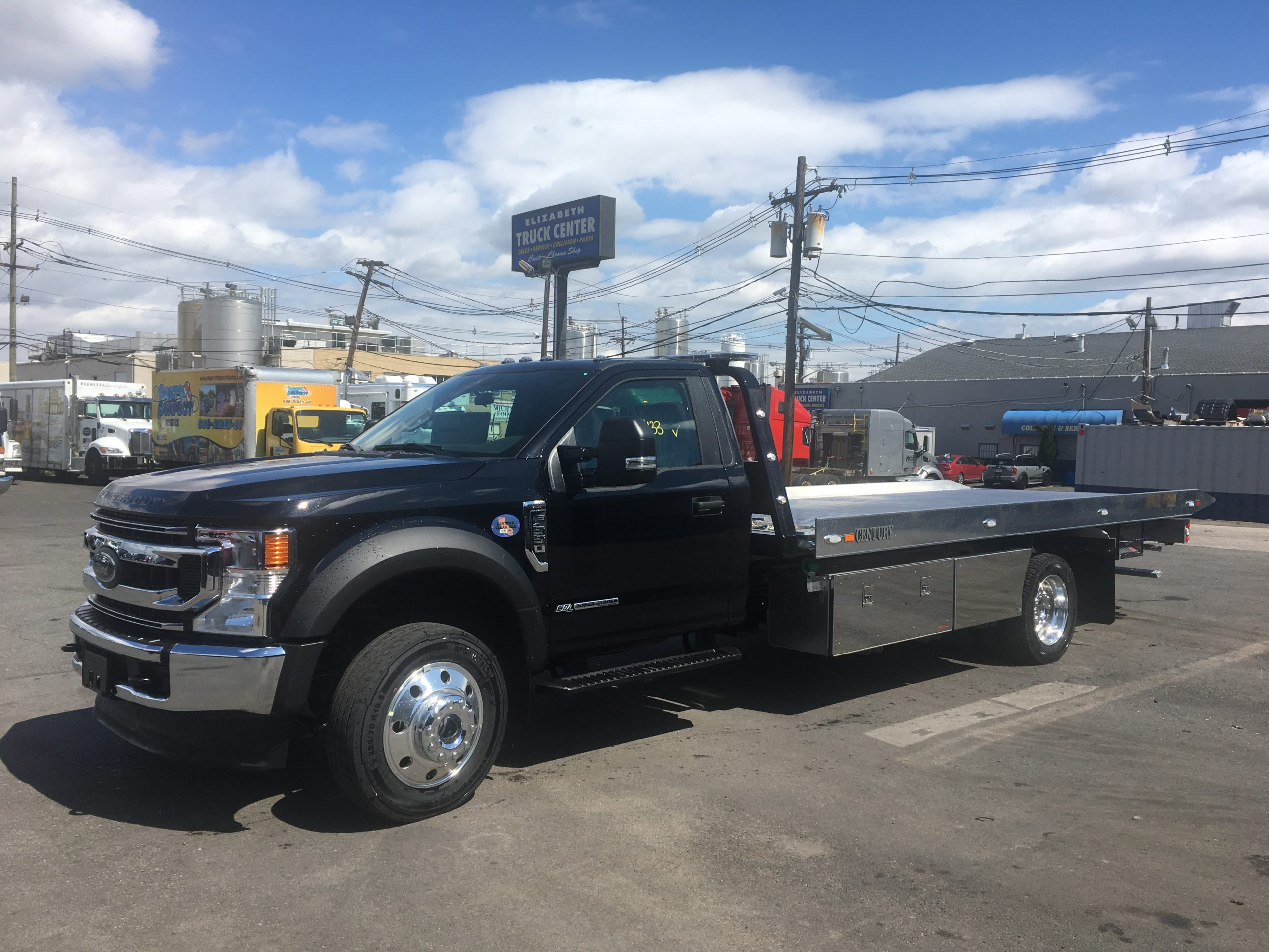 3068: 2020 Ford F-550 4×4 w 19′ Century 10 series Carrier