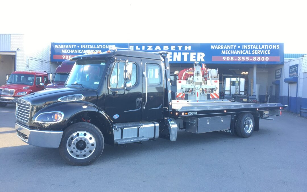 3083: 2021 Freightliner Ext Cab w 22′ Century LCG Carrier